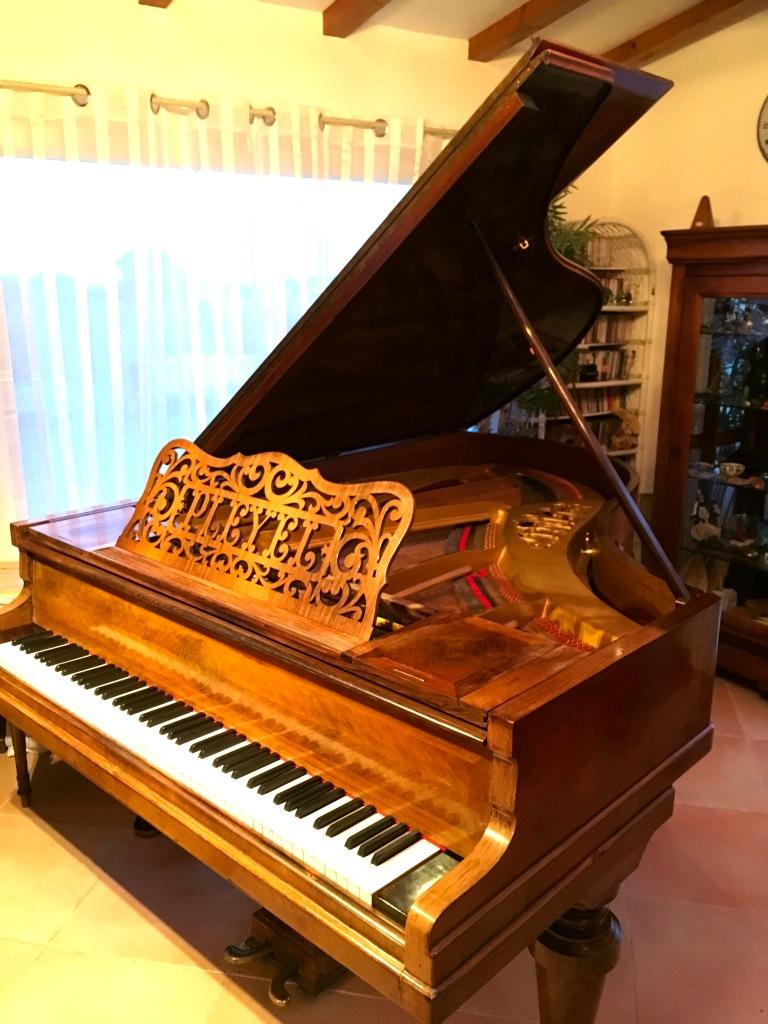 Cours sur piano à queue Pleyel